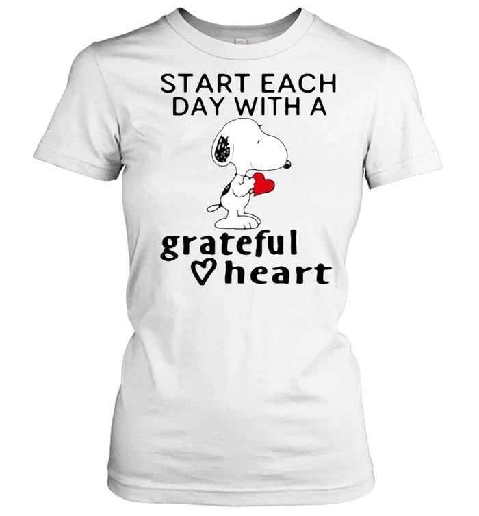 Start each day with a grateful heart snoopy shirt Classic Women's T-shirt
