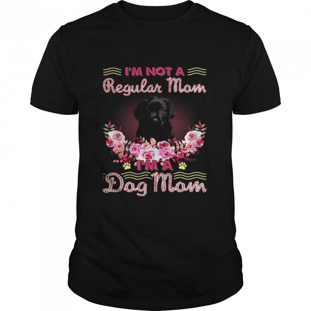 Black Labrador Pup I'm Not A Regular Mom I'm A Dog Mom  Classic Men's T-shirt